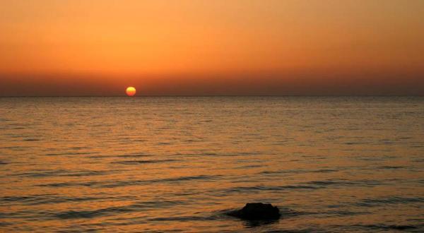 Levé de soleil sur la Mer Rouge